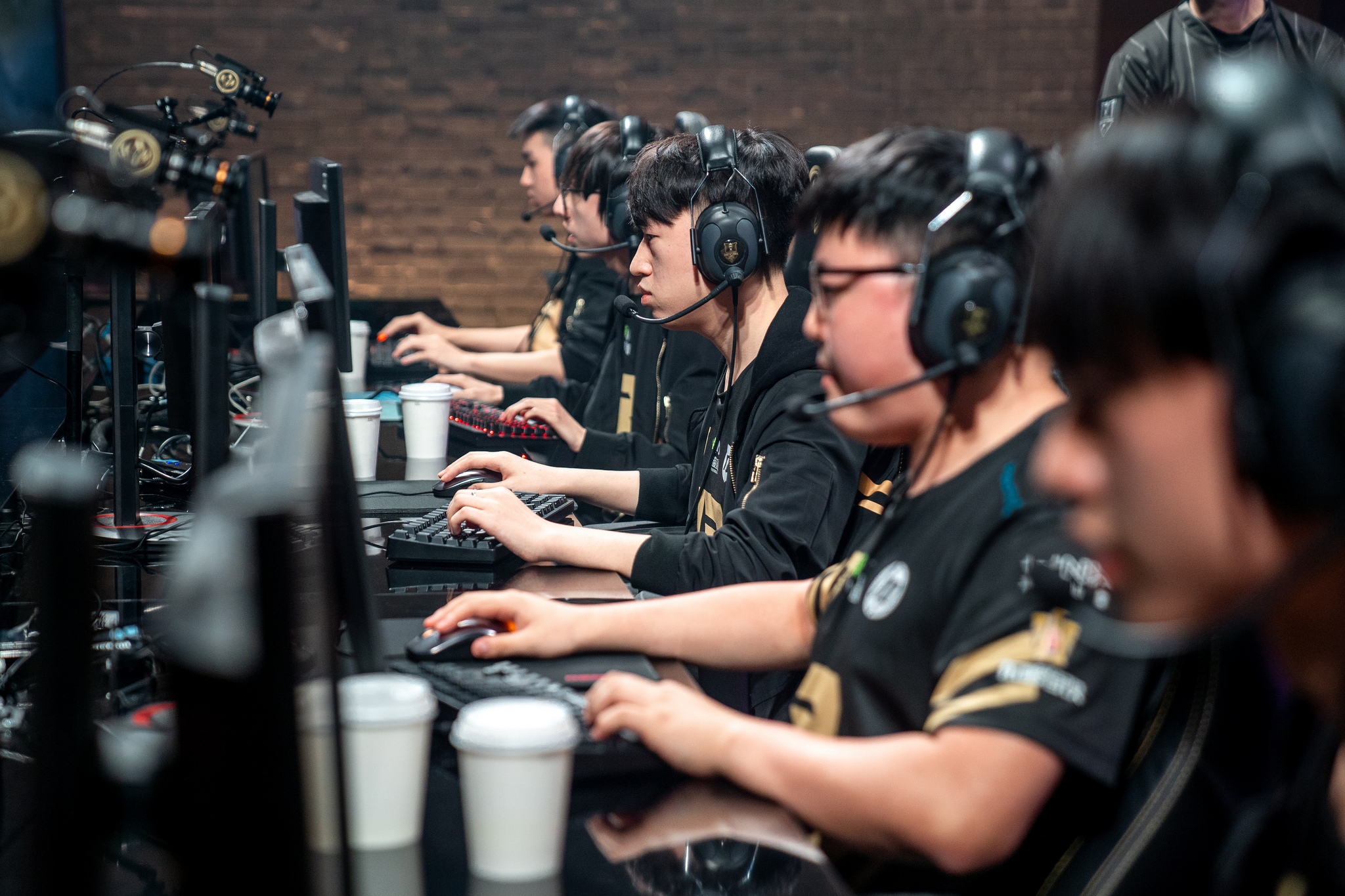RNG struggle against the Western teams on day 3 of MSI