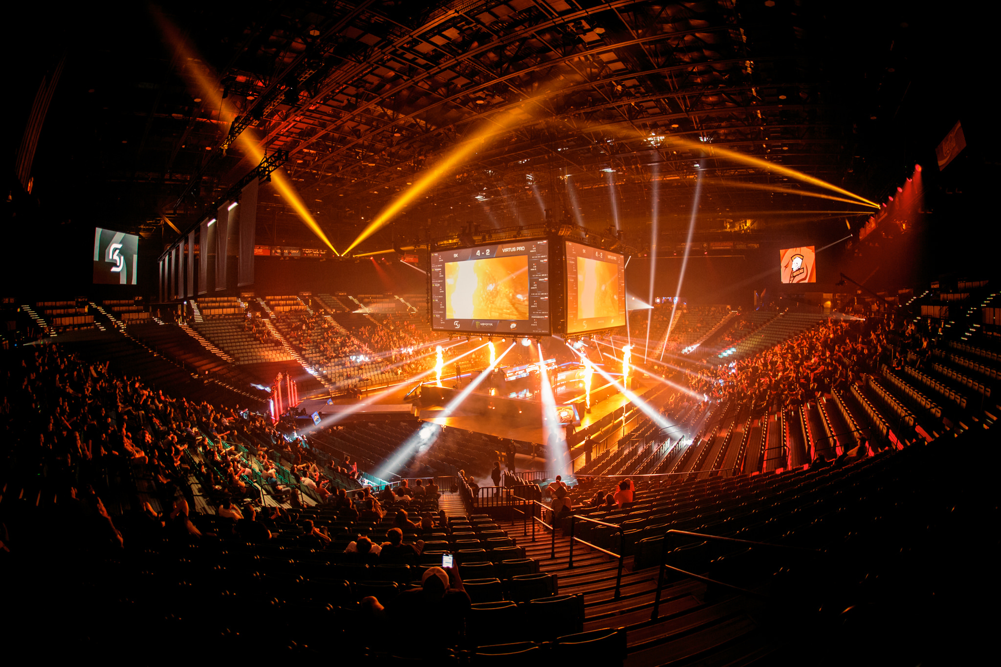 ESL and DreamHack partner with Twitter to livestream esports content