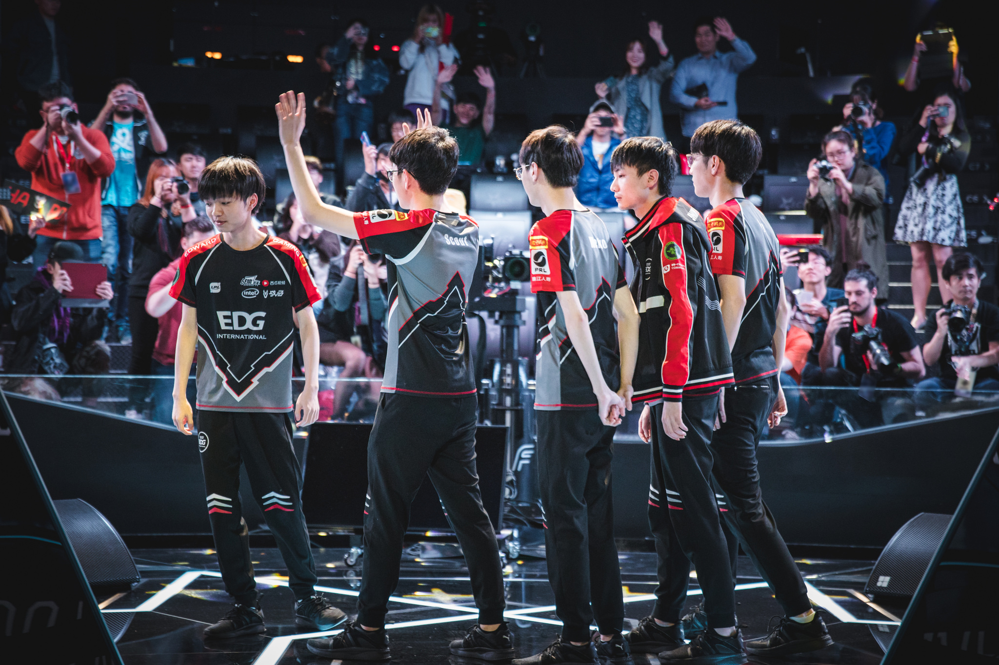 EDward Gaming climb up the LPL standings after reverse sweeping LGD