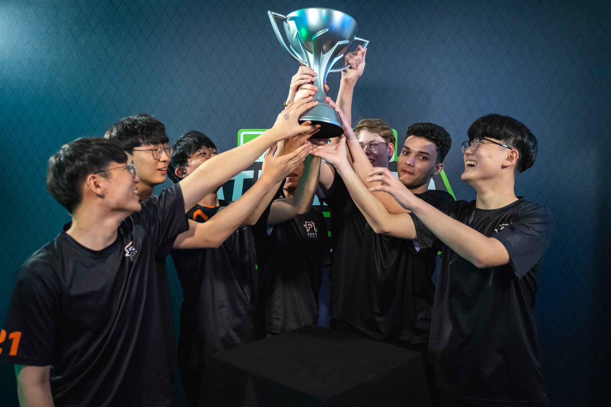 Who has qualified for the 2019 Overwatch Contenders Gauntlet?