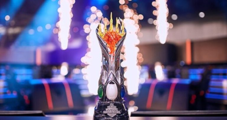 Mythic Championship MTG Trophy