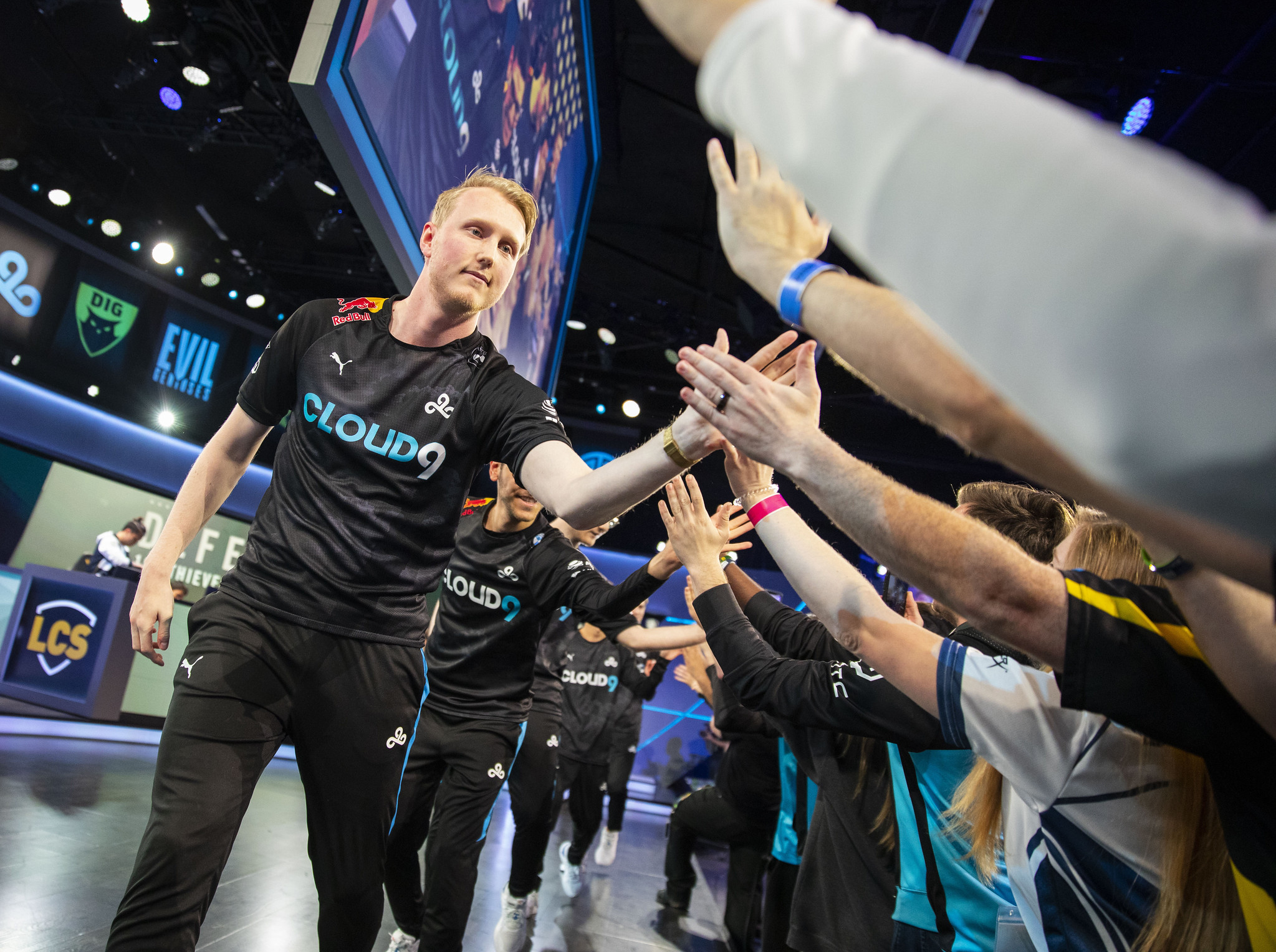 Zven says C9 helped the team differentiate scrims from LCS by changing houses on game days