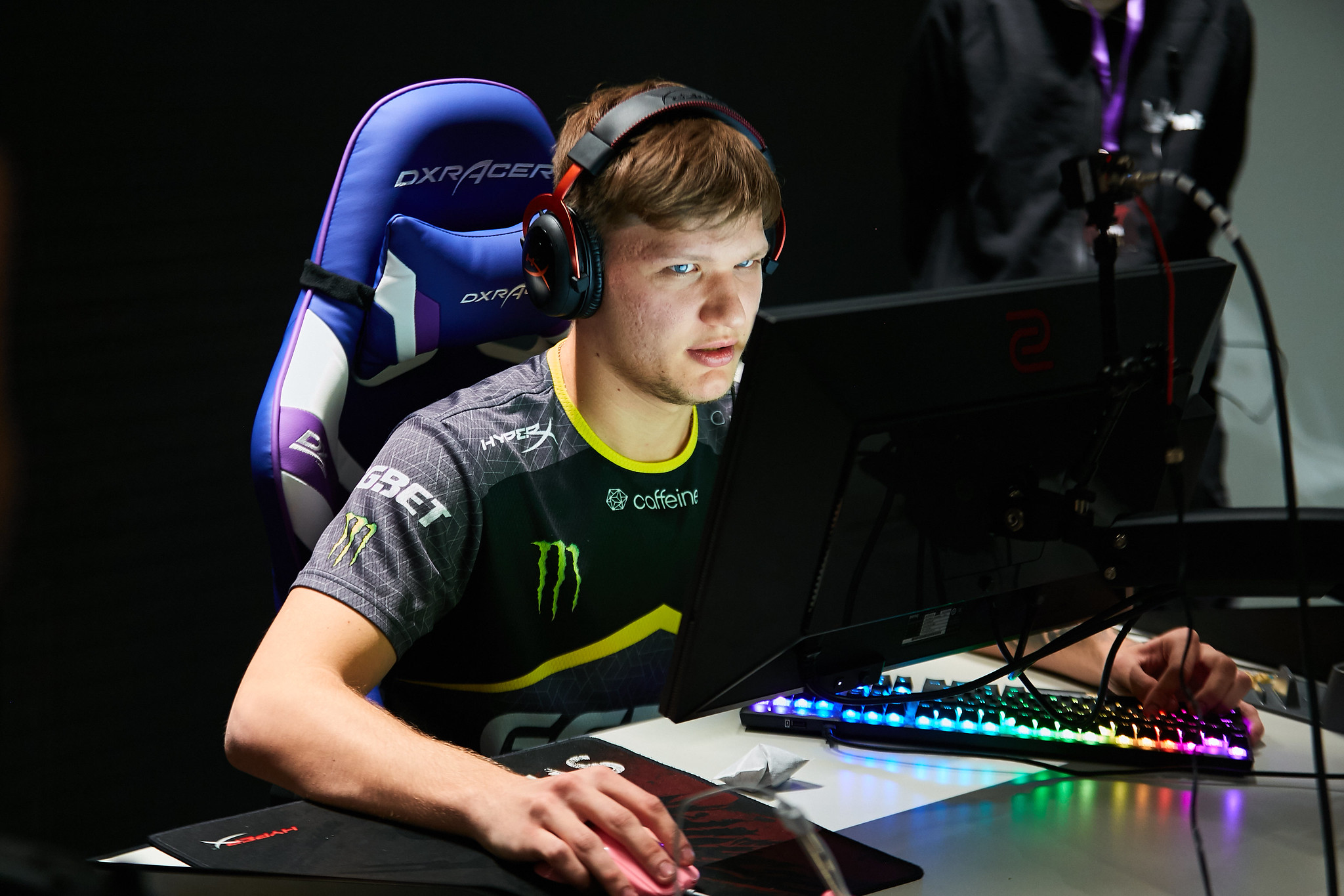 S1mple's settings, crosshair, and viewmodel for CS:GO | Dot Esports